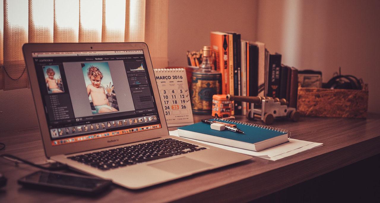 ホームページ制作をプロに依頼する理由をまとめたサイトのヘッダー画像
